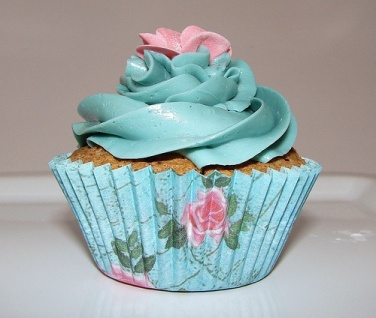 Pink and turquoise cupcake for the princess.